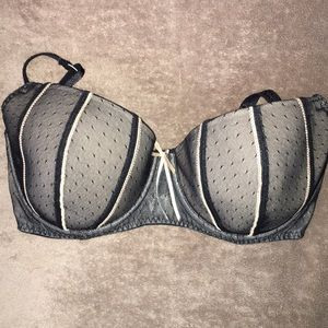 Pretty DKNY Black Bra 36D. Like new